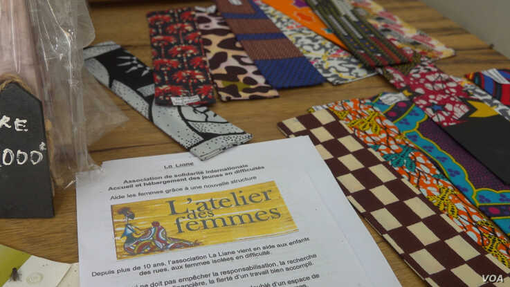 The Atelier des Femmes in Saint Louis is open to all women who want to learn to craft using recycled materials (E. Sarai/VOA)