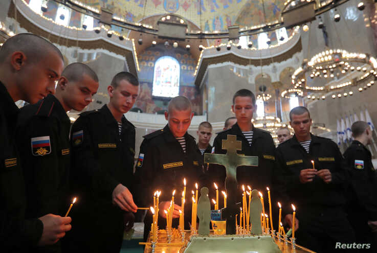 Russian servicemen attend a memorial service for sailors killed in a Russian submersible, which caught fire in the area of the Barents Sea, at the Naval Cathedral of Saint Nicholas, in Kronstadt, Russia, July 4, 2019.