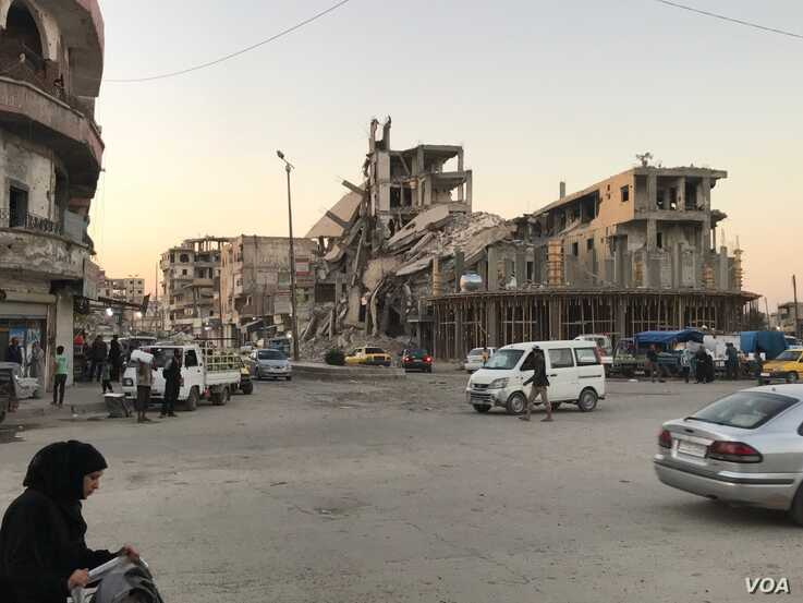 Raqqa's buildings were mostly destroyed before and during the battle to liberate the city from IS, in Raqqa, Syria, July 20, 2019. (S. Kajjo/VOA)