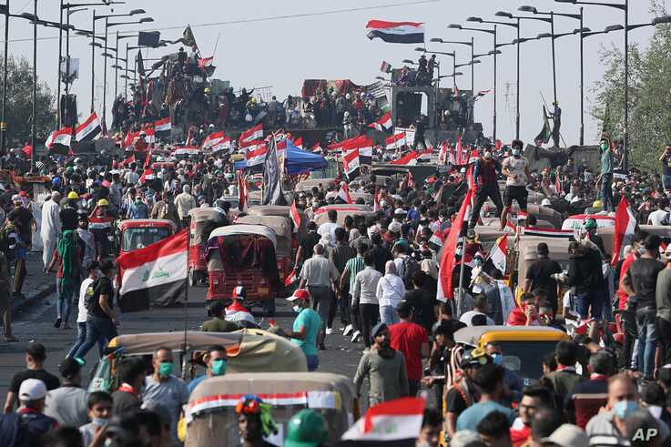Anti-government protesters gather on the Joumhouriya Bridge leading to the Green Zone, during a demonstration in Baghdad, Iraq,…