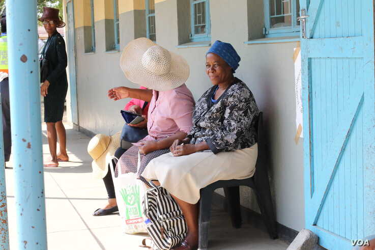Women queue to vote in Gaborone on Oct. 23 during Botswana's general election. (Mqondisi Dube/VOA)
