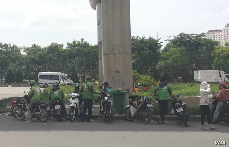 Competition among motorbike drivers in Vietnam includes Go-Viet, Be, FastGo and Grab.