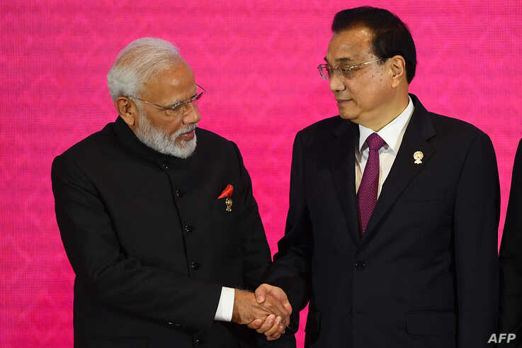 India's Prime Minister Narendra Modi (L) shakes hands with China's Premier Li Keqiang during the 3rd Regional Comprehensive…