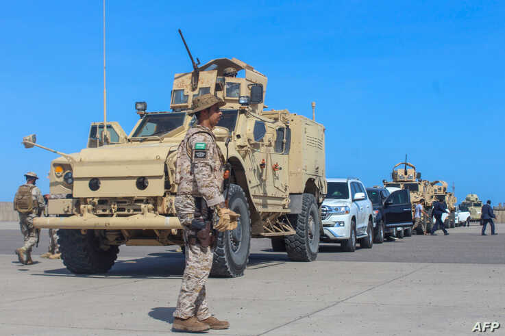 Saudi forces stand guard during the arrival of Yemen's Prime Minister in Aden on November 18, 2019. - Yemen's prime minister…