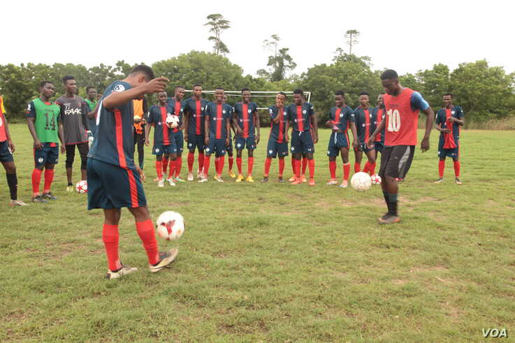 Shooting Stars Football Club players show off their footwork after training in Ghana's capital, Accra, Oct. 8, 2019. (Stacey Knott/VOA)