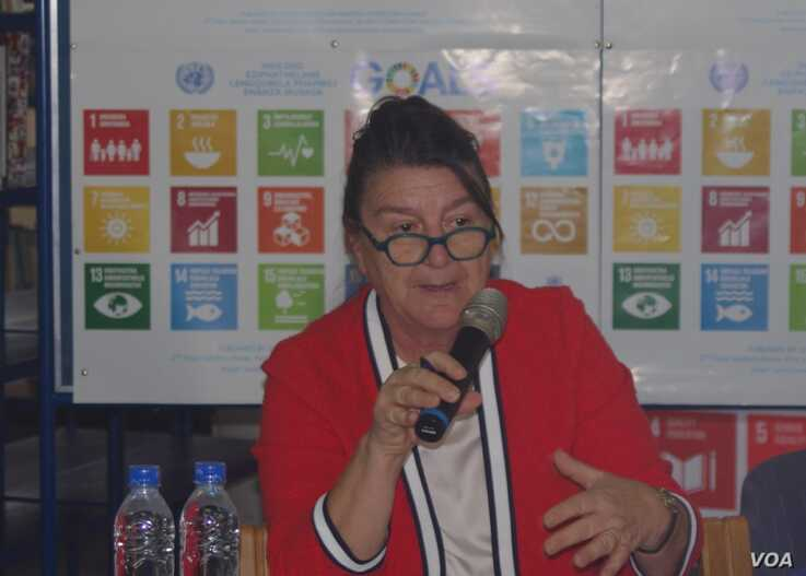U.N. Special Rapporteur on the Right to Food Hilal Elver tells reporters in Harare that Zimbabwe is facing its worst food shortage in years, Nov. 28, 2019. (Columbus Mavhunga/VOA)
