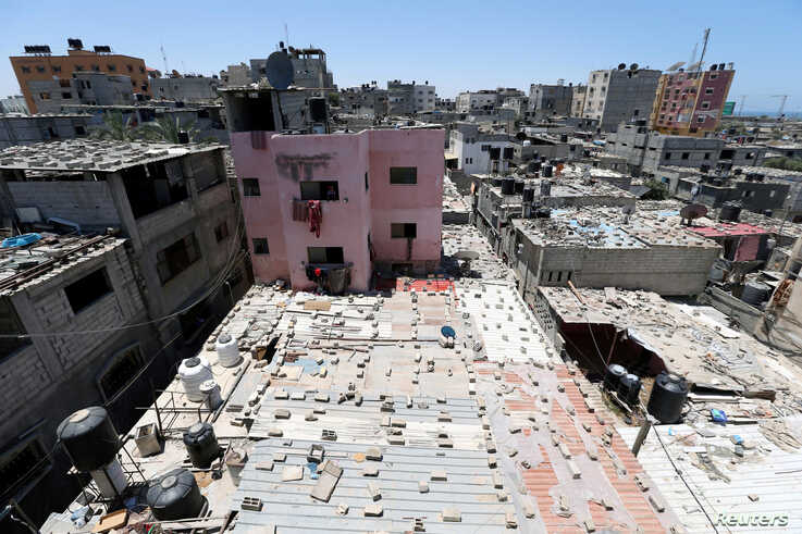 FILE PHOTO: A view shows houses of Palestinians at Khan Younis refugee camp in the southern Gaza Strip June 20, 2018. REUTERS…