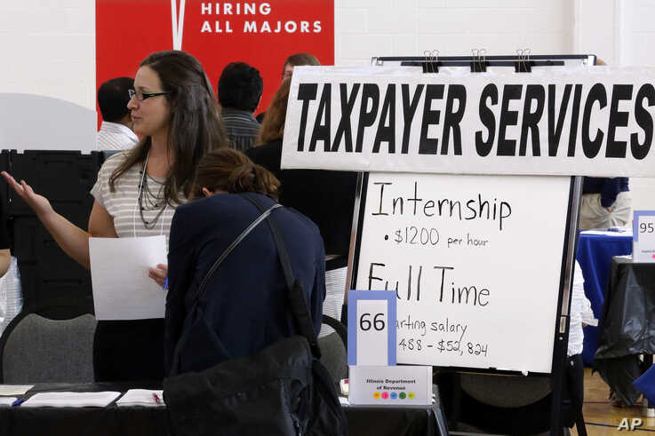 Illinois Department of Revenue employment recruiters speak to students looking for a full time jobs or an internship during The…