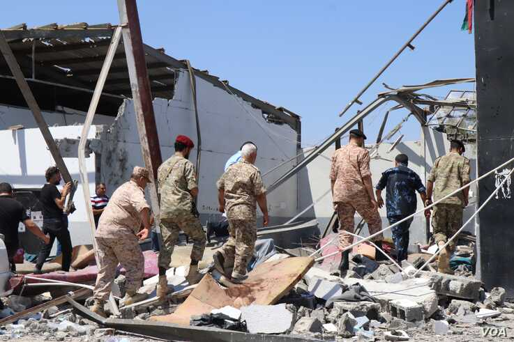 Tajoura_July3: Officials examine a detention center after it was bombed in the war between Libya's competing governments in Tripoli, Libya on July 3, 2019. (H.Murdock/VOA)