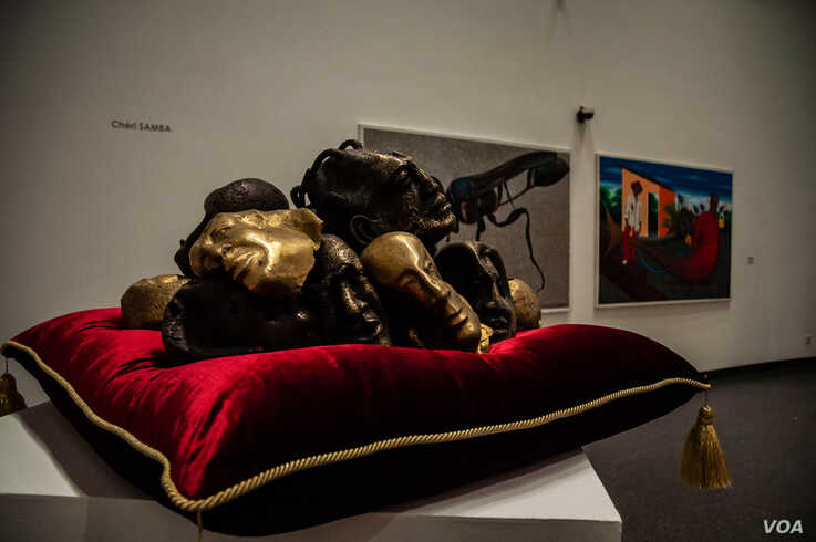 """A bronze sculpture by Ivorian artist Siriki Ky titled """"Têtes précieuses"""" is displayed at Dakar's Museum of Black Civilizations. It is part of the exhibition """"Prête-moi ton rêve,"""" which is touring Africa over the course of one year. (Photo: A.Hammerschlag)"""