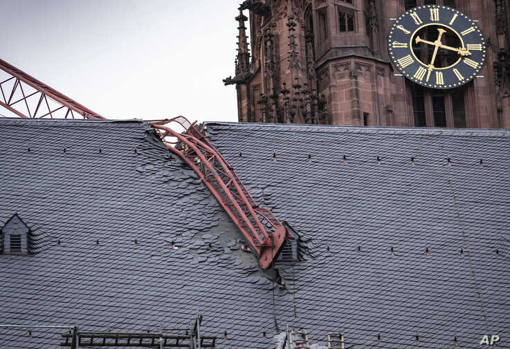 The jib of a crane is seen after it fell onto the roof of Frankfurt Cathedral during a storm, in Frankfurt, Germany, Monday,…