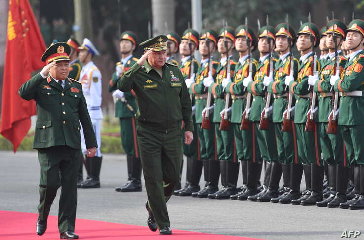 FILE - Russian Defense Minister Sergei Shoigu and his Vietnamese counterpart Ngo Xuan Lich (L) review an honor guard during a welcoming ceremony for Shoigu at the Ministry of Defense in Hanoi, Vietnam, Jan. 23, 2018.