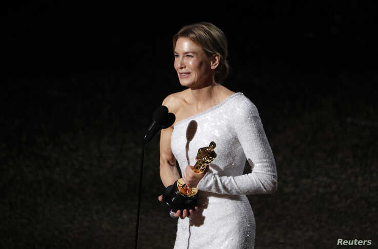 """Renee Zellweger accepts the Oscar for Best Actress for """"Judy"""" at the 92nd Academy Awards in Los Angeles, Calif., Feb. 9, 2020."""