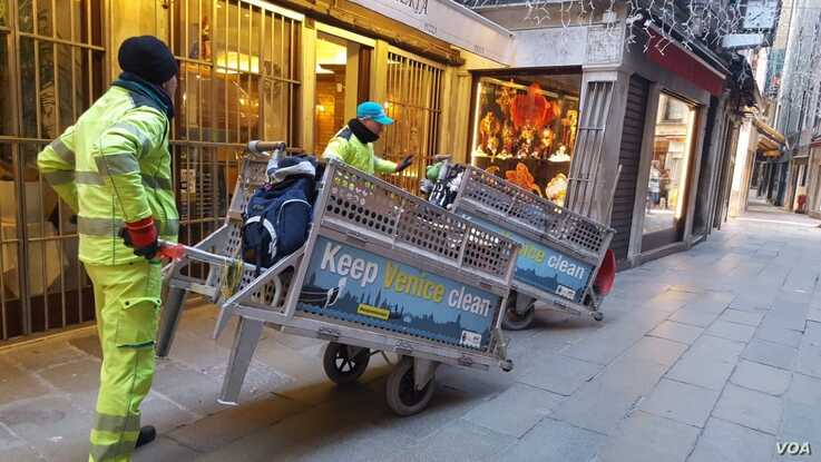 Homes and stores have been cleaned, and great efforts have been made to ensure no garbage is seen lying around in its streets and canals.(Sabina Castelfranco/VOA)