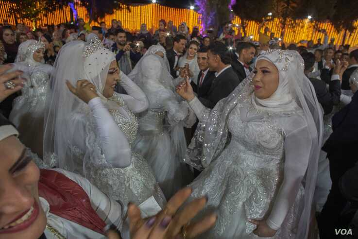 Despite warnings by WHO and other health agencies to avoid populated gatherings, parliament members in Giza province arranged a group wedding of 50 couples on March 7, 2020. (H. Elrasam/VOA)