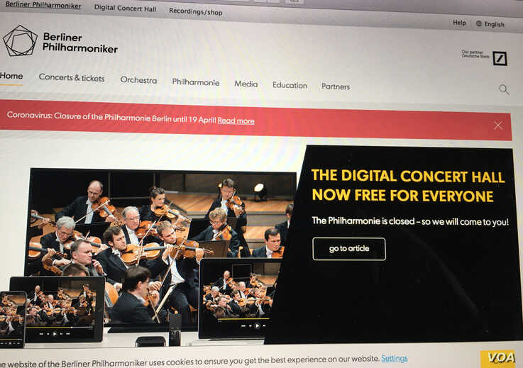 The Berlin Philharmonic's website announcing its temporary closure and offering free online concerts. Lisa Bryant/VOA)