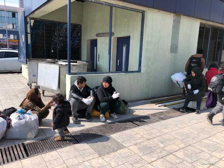 Many refugees are arriving at Istanbul's bus station broke, exhausted and often sick after failing to cross the border into Greece. Formal aid organizations or journalists are not on the scene, March 20, 2020. (Courtesy of aid workers)