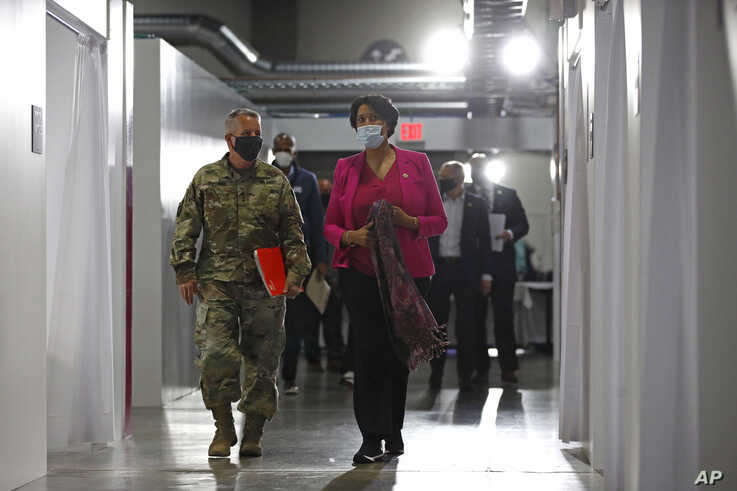 Lt. Gen. Todd Semonite, left, commanding general of the U.S. Army Corps of Engineers and Mayor Muriel Bowser.