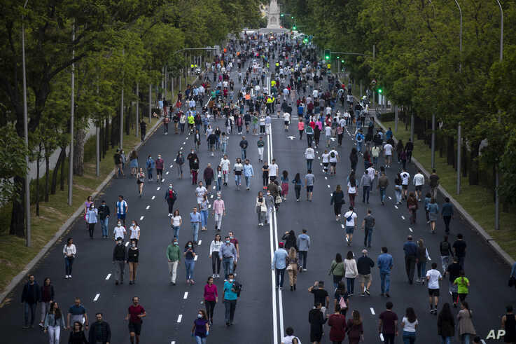 People exercise along Paseo de la Castellana after the lockdown measures due to coronavirus in Madrid, Spain, May 9, 2020.