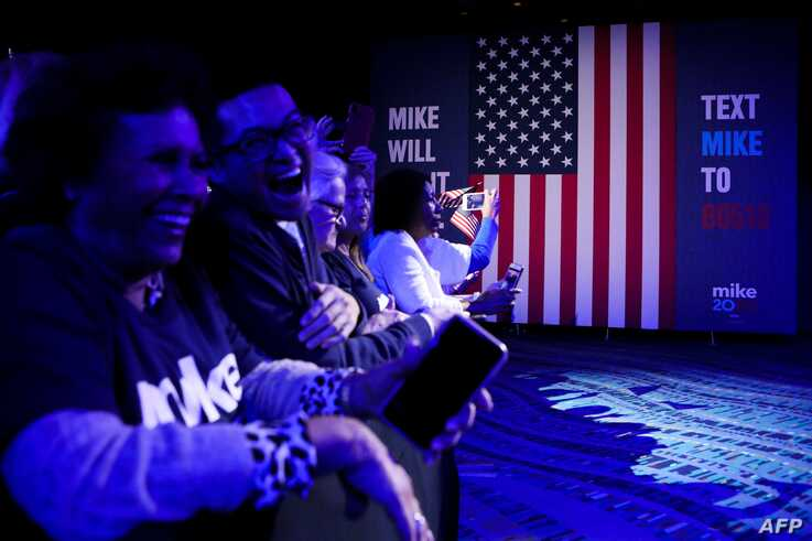 Supporters of Democratic presidential hopeful former New York mayor Mike Bloomberg attend a rally at Palm Beach County…