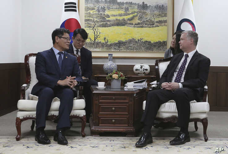 U.S. Special Representative for North Korea Stephen Biegun, right, talks with South Korean Unification Minister Kim Yeon Chul during a meeting at the government complex in Seoul, South Korea, Friday, May 10, 2019. The U.S. and South Korean…