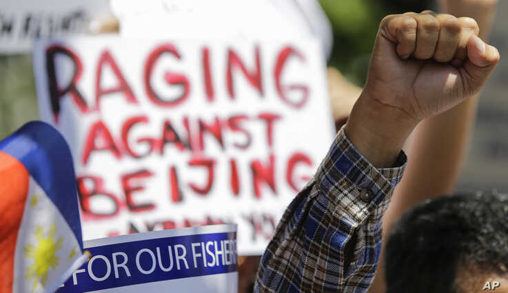 Protesters rally outside the Department of Foreign Affairs in Manila, Philippines, June 21, 2019, after a recent incident of a Chinese fishing vessel hitting a Filipino fishing boat.
