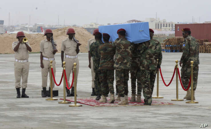 Members of a Somali military unit carry the body of the Mogadishu mayor Abdirahman Omar Osman for burial, in Mogadishu, Somalia, Sunday, Aug. 4, 2019.  Osman died Thursday, Aug. 1, 2019 in Qatar where he was airlifted to after being badly wounded in…