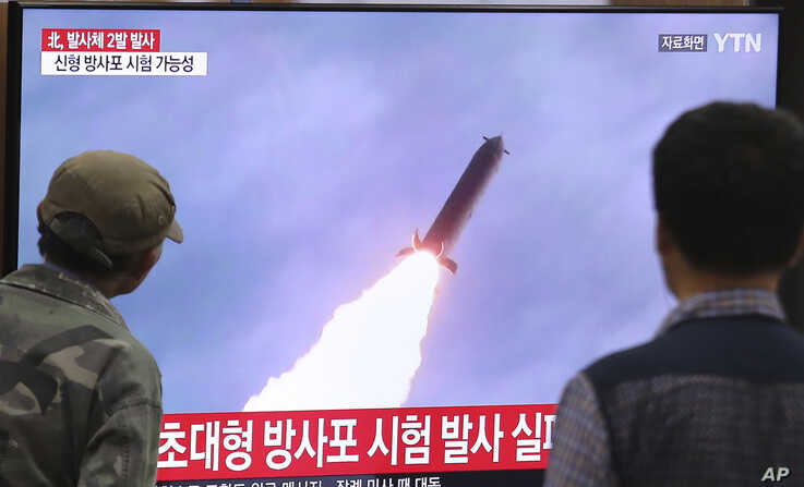 People watch a TV showing a file image of an unspecified North Korea's missile launch during a news program at the Seoul…