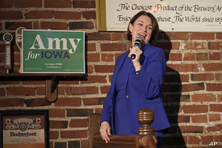 Democratic presidential candidate Sen. Amy Klobuchar, D-Minn., addresses a gathering at Barley's Taproom in Council Bluffs,…