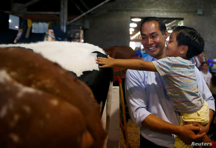 Democratic 2020 U.S. presidential candidate and former HUD Secretary Julian Castro and his son Cristian tour the Iowa State Fair in Des Moines, Iowa, U.S., August 9, 2019. REUTERS/Eric Thayer