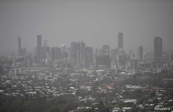 Smoke haze as a result of bushfires blankets central Brisbane, Queensland, Australia, November 9, 2019. AAP Image/Dan Peled/via…