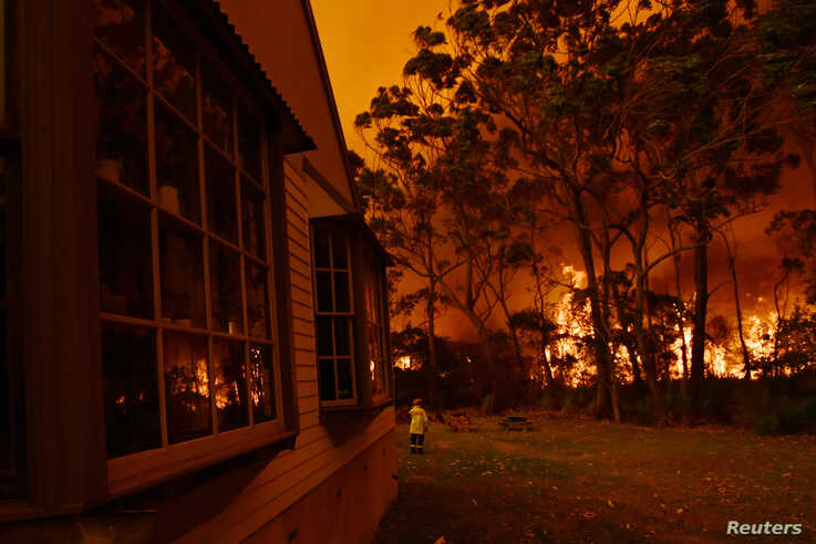 Fire fighting crews from the Rural Fire Service (RFS), NSW Fire and Rescue and National Parks and Wildlife Service (NPWS)…