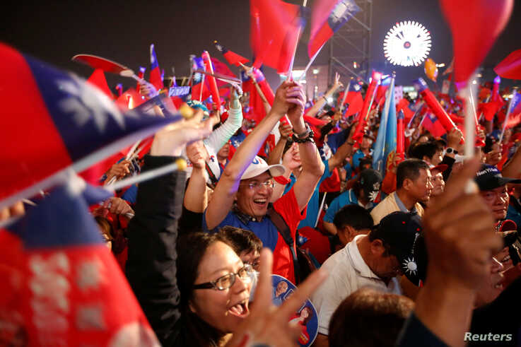 Supporters of Kuomintang party's presidential candidate Han Kuo-yu attend his election rally in Kaohsiung, Taiwan, January 10,…
